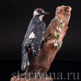 Фарфоровая фигурка птицы Дятел на дереве, Capodimonte, Италия, вт. пол. 20 в.